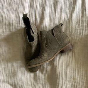 Nine West ankle boots size 9
